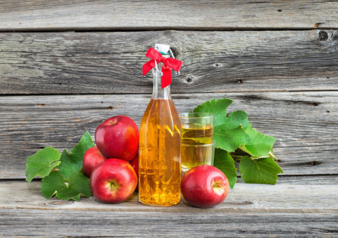 10 причин ополаскивать волосы яблочным уксусом