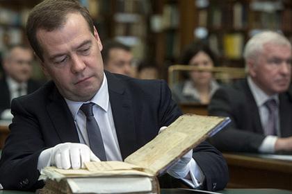 Медведев сравнил себя со сре…