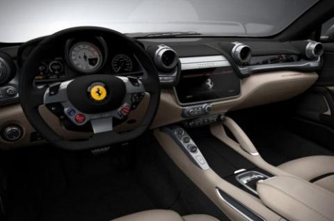 Спортивный монстр Ferrari GTC4 Lusso