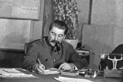 Планировал ли Сталин первым …