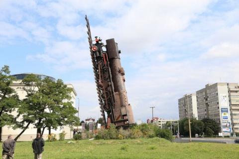 Поезд в небо – крупнейшая городская скульптура Польши