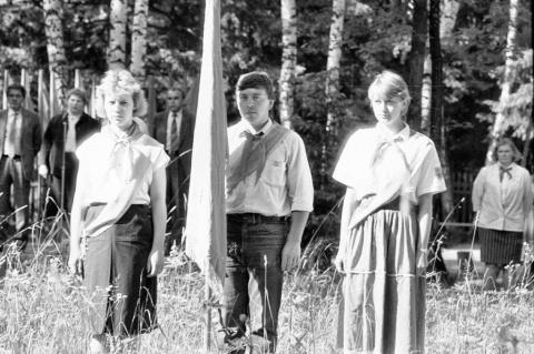 1989 1 смена  Открытие. Знаменосец Крамских Женя