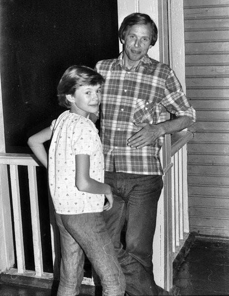 1984 Наш Юра с дочкой Мариной
