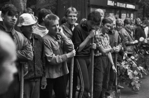 1988 2 смена трудовой десант в лагере. Первый слева Рома Шинков