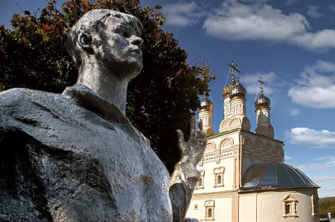Памятник Есенину.