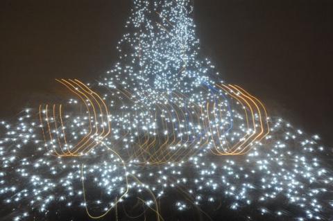 Иллюминация на Эйфелевой башне (ноябрь 2009)