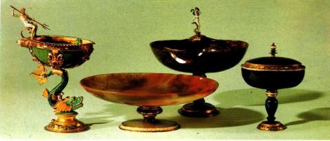 Чаши из агата, яшмы и гелиотропа