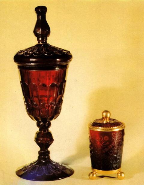 Кубок и стакан с крышками из рубинового стекла