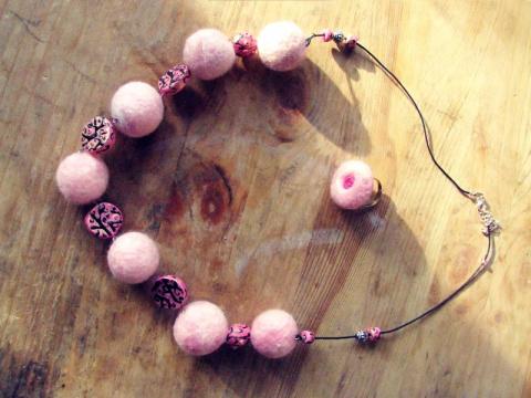 Розовые бусы с кольцом