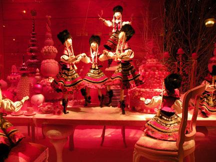 Рождественские витрины магазина Премтом