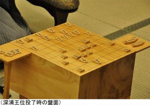 Традиционный стол для игры.