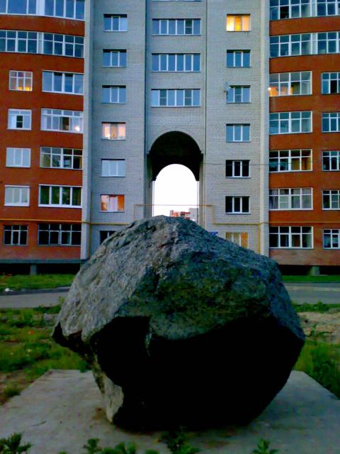 "Камень на ул.""4-ая линия"""