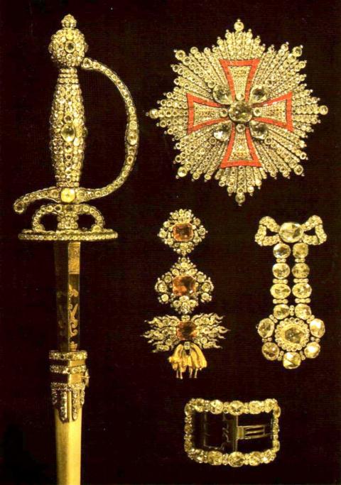 Предметы из алмазного гарнитура