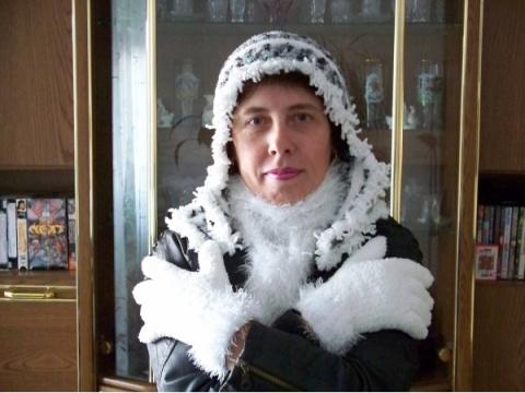 Комплект: шарфик-многофункциональный,шапочка -капор ,перчатки.
