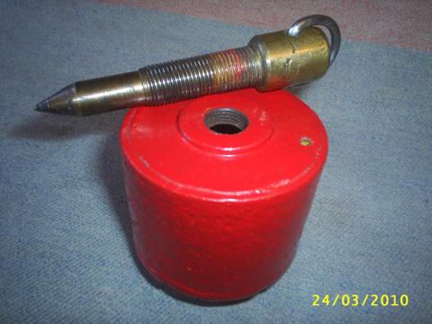 БАЧОК для воды и ИГЛА запорного клапана ! В дне бачка отверстие диам. 5мм.,