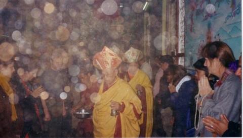 Во время буддийской службы.