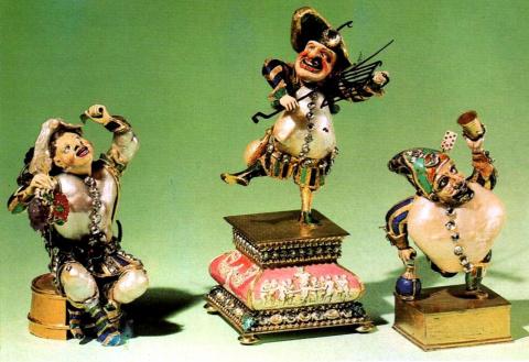 Три гротескных фигурки: Весёлый винодел, развеселившийся повар, танцующий карлик