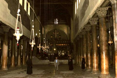 Внутренний вид храма Рождества Христова в Вифлееме