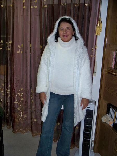 Осенний комплект:укороченное пальто и свитерок.