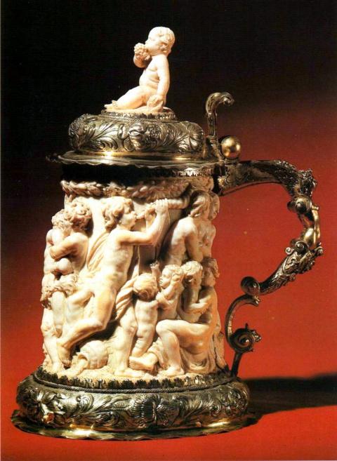 Из слоновой кости, в манере Георга Петеля.