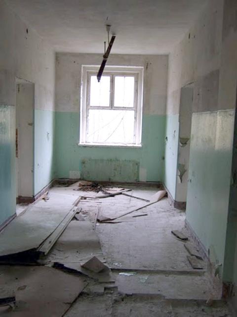 Внутри школы - кабинеты на втором этаже