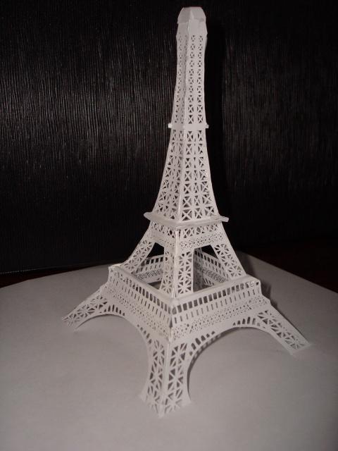 эйфелева башня из бумаги фото