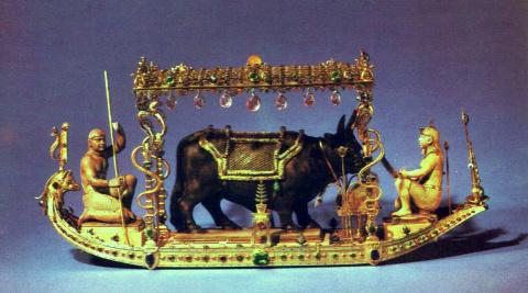Барка на Ниле со священным быком Аписом. Часть алтаря Аписа