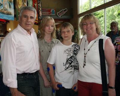 Гойко Митич с поклонниками