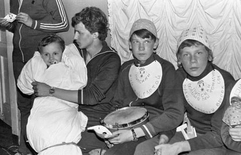 """1985 2смена КВН 1 отряд и вожатые. """"Пупсики"""" и Алеша Фалеев. В роли ребеночка Фесенко младший"""