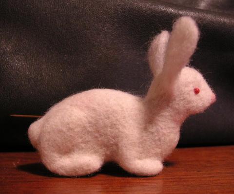 Кролик-брошь