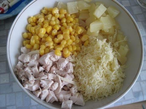 Салат из курицы с ананасами …