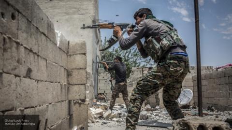 """Террорист-смертник """"забрал"""" с собой десятки курдов в Ракке в Сирии"""