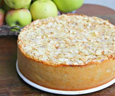 Яблочно-творожный пирог с шоколадом
