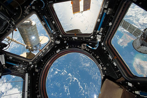 Роскосмос запустит на орбиту вип-станцию для туристов, а за 100 млн долларов они смогут прогуляться в открытом космосе