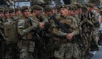 Порошенко вводит в Киев войска