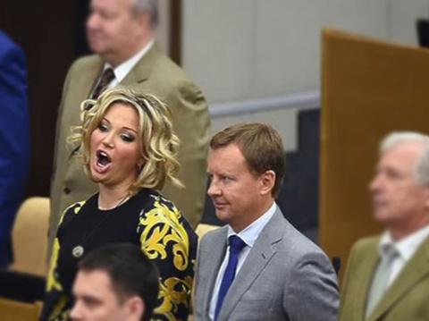 Как вы считаете ,Вороненков использовал Максакову?