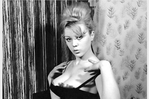 Голдфингер: нецензурированные фотографии Pin-Up Маргарет Нолан