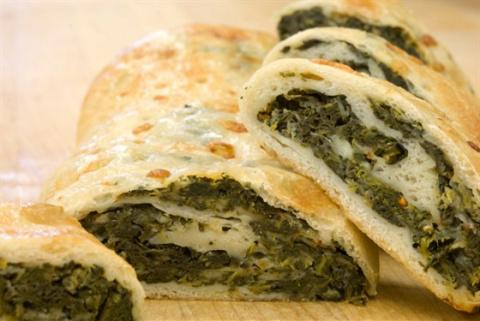 Пирожки со шпинатом и козьим сыром