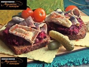 Бутерброды свекольные с сыро…