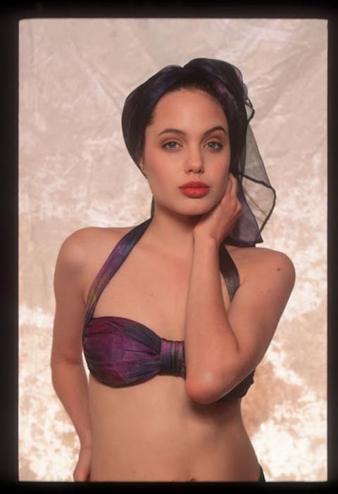 Неизвестные снимки юной Анджелины Джоли