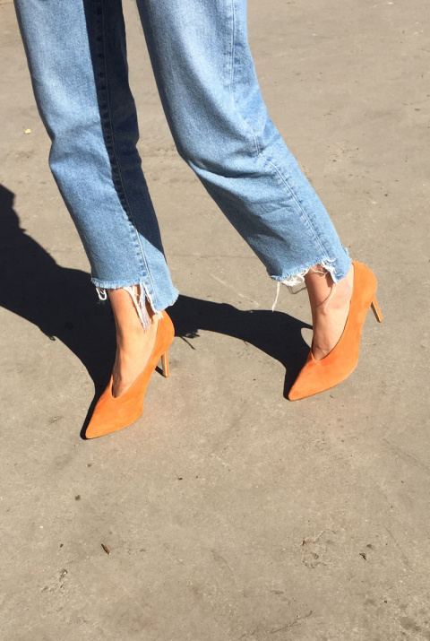 Модный ориентир: Обувь с V-образным вырезом