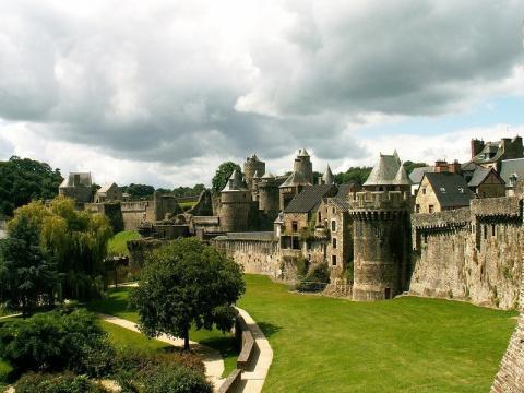 Город-крепость Фужер во Франции