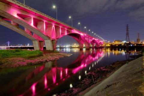 """""""Супер зрелище! Невероятно красиво!"""": обновленный Астраханский мост в Волгограде сняли с высоты птичьего полета"""