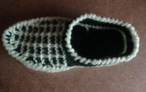 Утепляем ножки - вяжем домашние тапочки