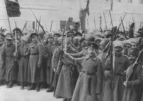 Почему армия в 1917 году под…