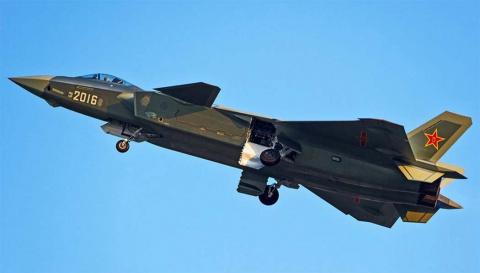 Китайский истребитель J-20 п…