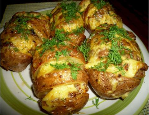 Картошка-гармошка в духовке. Изумительное творожное тесто