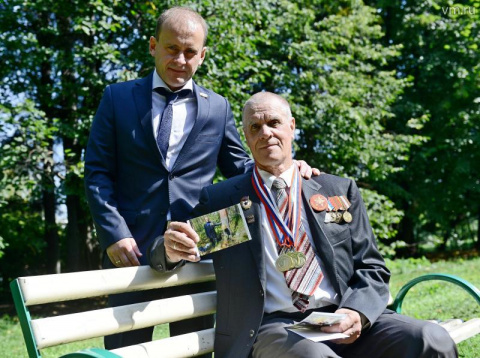 75-летний москвич 10 километров нес по Ладожским топям обелиск на могилу отца
