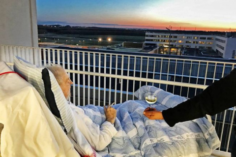 В датской больнице умирающем…