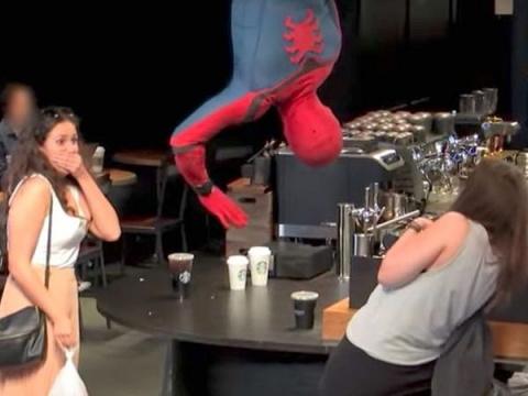 Как бы вы отреагировали, если бы Человек-паук спустился с потолка и забрал ваш кофе?